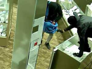 WATCH: Robber uses gun in shopping centre heist