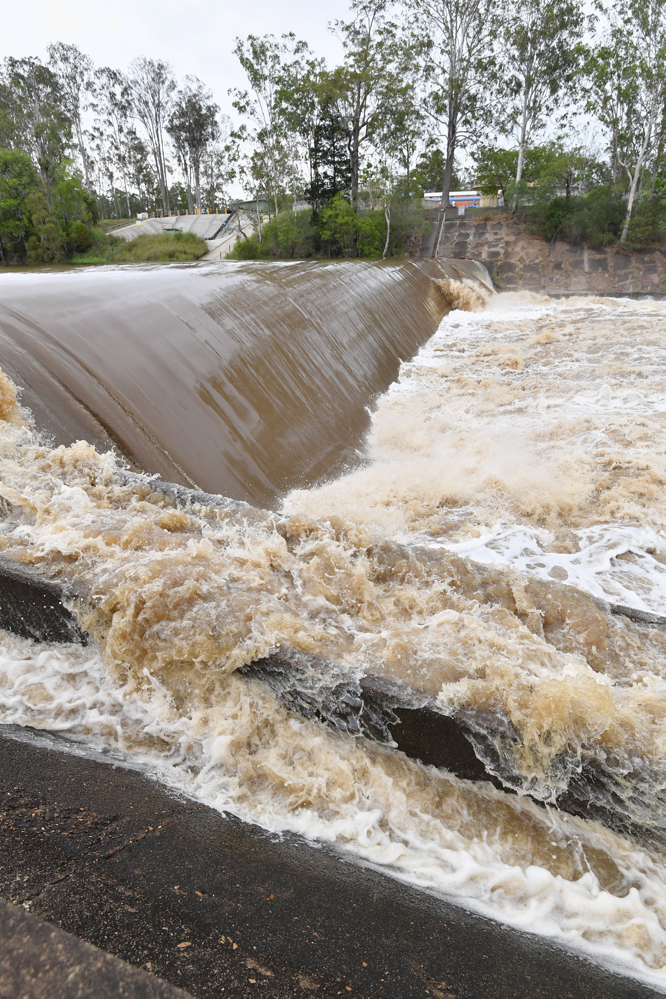 Flooding at Teddington Weir from the Bidwill side of Tinana Creek.Photo: Alistair Brightman