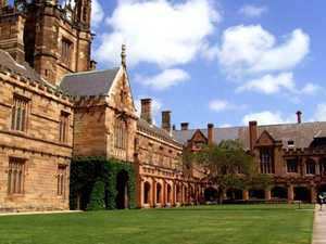'Wear a mask': Uni students in lockdown