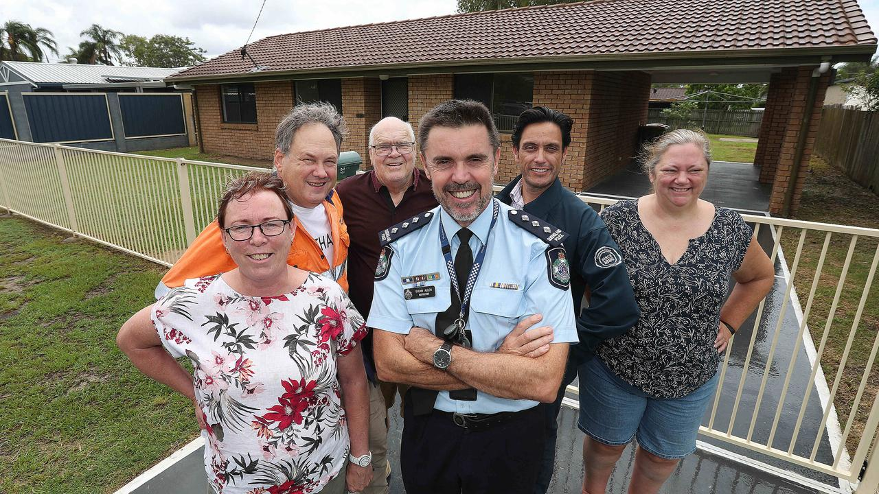 Logan District Police Inspector Glenn Allen with residents from Bethania. PHOTO: Annette Dew