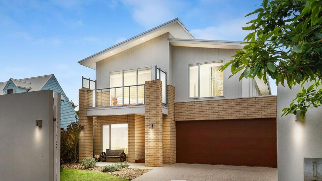 140 Dromana Rd, Safety Beach was sold by the chef in January.