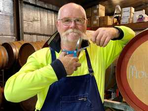 Winemaker plans to shave 25 year old mo for cancer