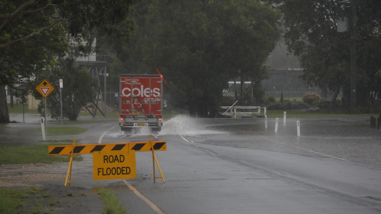 Flooding on Mooball St, Murwillumbah this morning. Photo: Liana Turner