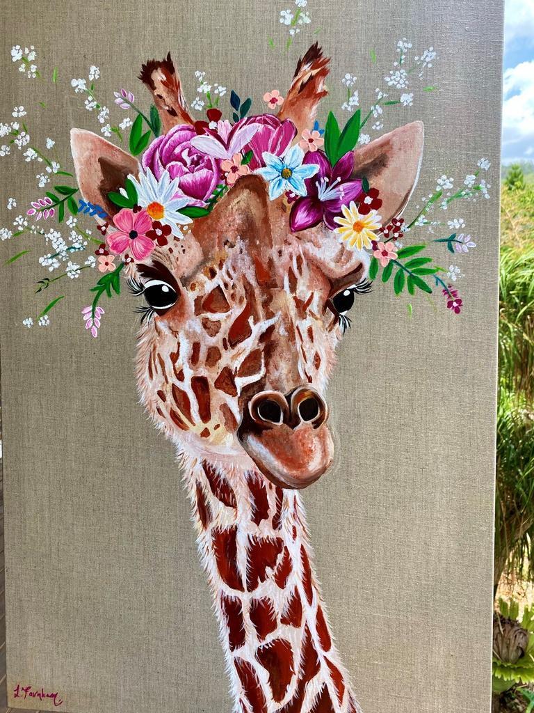 Une girafe colorée créée par Lauren Farnham.