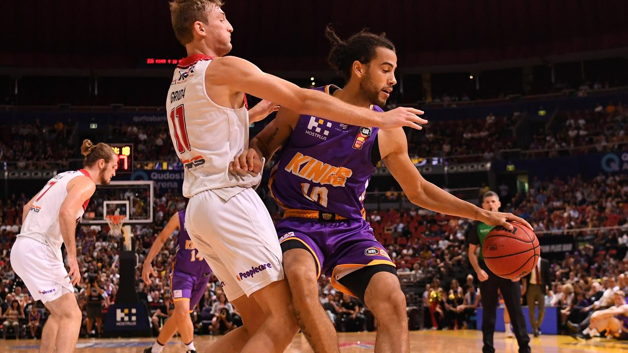 Daniel Grida of the Hawks challenges the Kings' Xavier Cooks. Picture: AAP