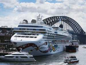 2700 passengers let off infected cruise ship