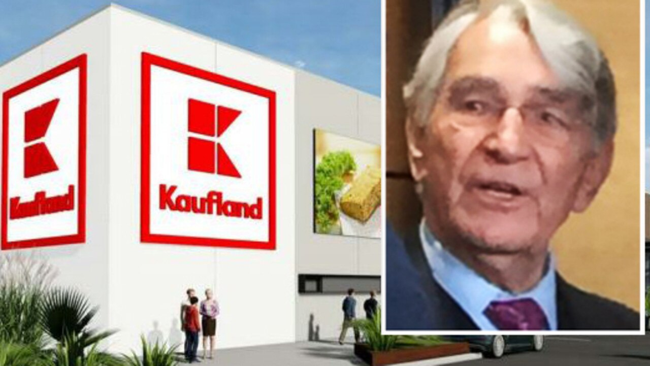 He's worth $19.8 billion and was behind one of the biggest retail fails in Aussie history. But he's so mysterious only two photos of him exist.