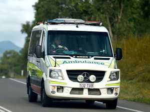Car crashes into tree near Monto