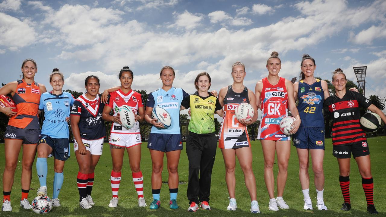 Rachael Haynes from the Australian women's cricket team (centre) pictured with (L-R) Louise Stephenson (GWS Giants AFLW), Ellie Brush (Sydney FC W-League), Samaima Taufa (Sydney Roosters NRL), Tatiana Penitani (George Illawarra NRLW) Arabella McKenzie (Waratahs Super W), Jamie-Lee Price (GIANTS Netball), Sarah Klau (NSW Swifts), Colleen Planeta (Sydney Uni Flames WNBL) and Ella Mastrantanio (West