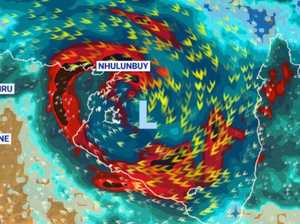 Residents brace for 'destructive' cyclone