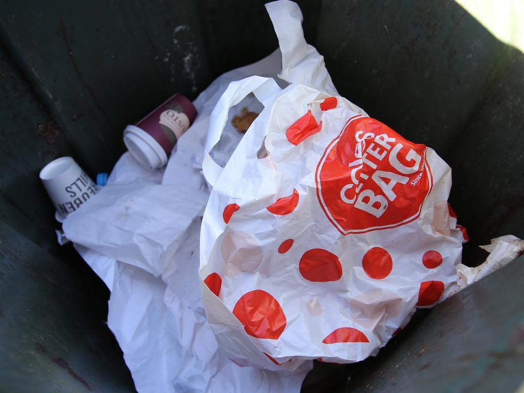 Coles new plastic bags Pic: John Grainger