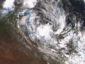 Qld and NT set for cyclone to hit Monday