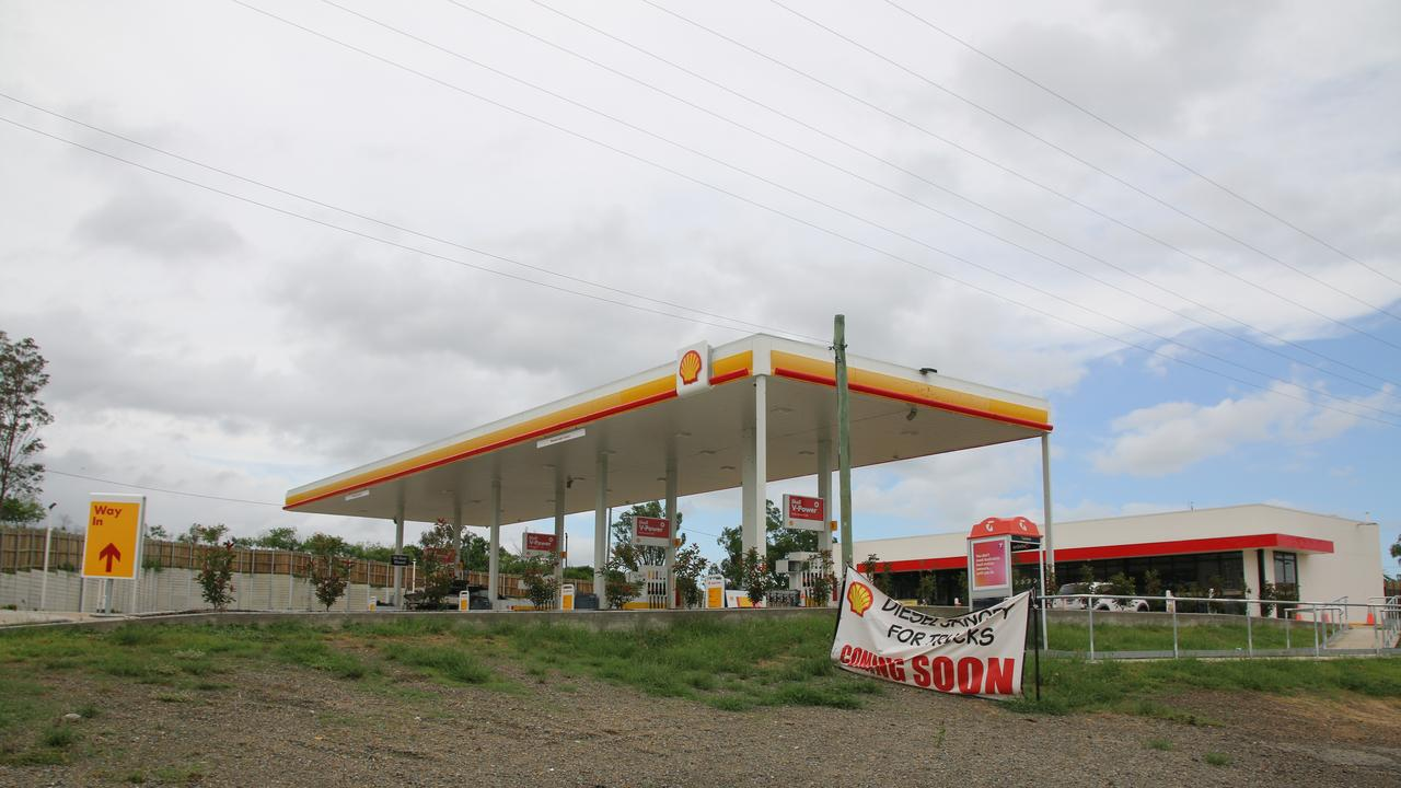 HOLD UP: Shell Hatton Vale service station on the Warrego Highway in the Lockyer Valley was robbed on Sunday night. Picture: Dominic Elsome