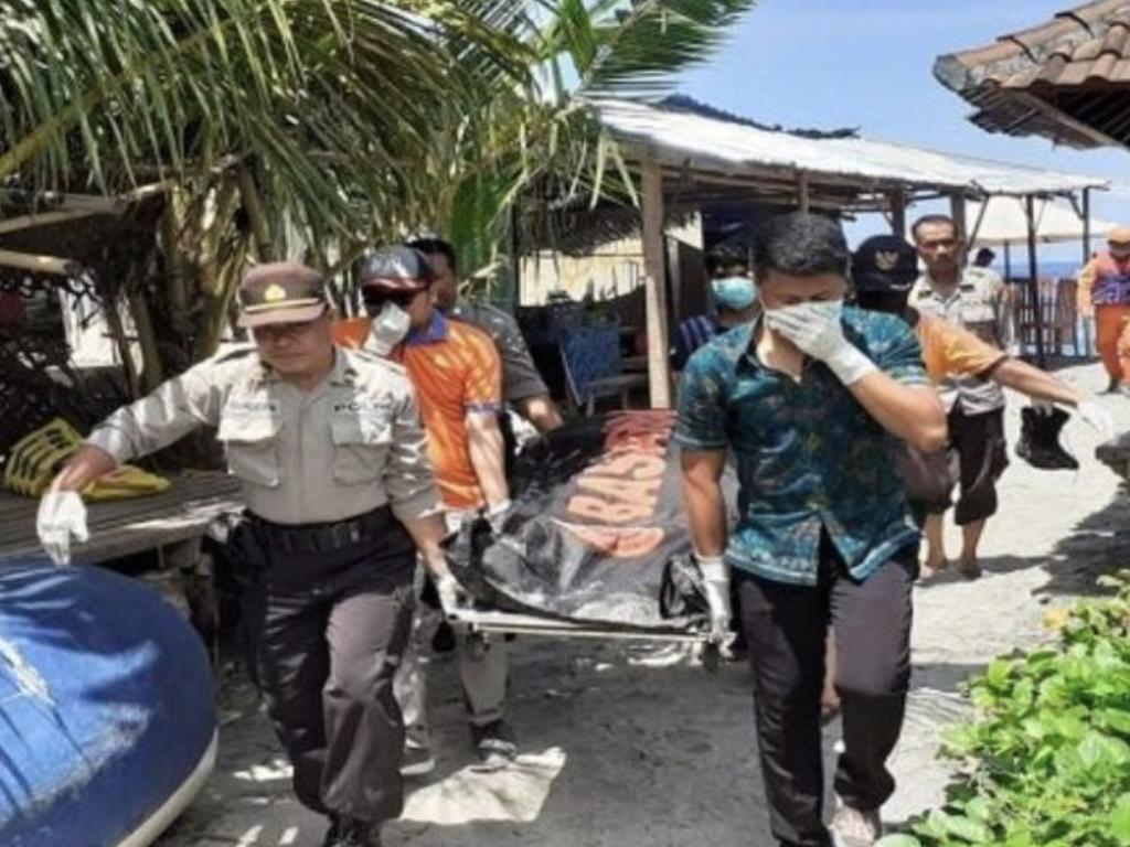 A Bali diving tour that was exploring the waters of Crystal Bay came upon the suspected body of a Tourist from Italy.