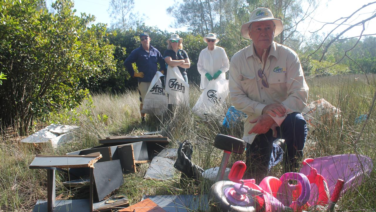 DUIMPED: President of the Richmond chapter of OzFish Unlimited, John Larsson, and other members (back, from left) Grant Dieckmann, Cassie Price and Maggie Hiddle, were disappointed on Sunday's Clean Up Australia Day to find rubbish dumped alongside Ballina's North Creek.