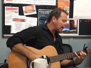 Troy Cassar-Daley serenades RFS