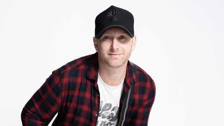 Canadian country music singer Tim Hicks returns to play CMC Rocks in his only Australian show of 2020.