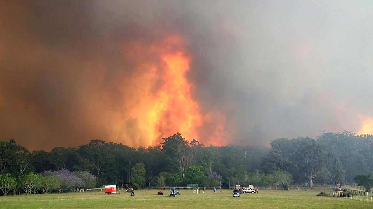 Fires raging at Nana Glen on November 12. Photo Frank Redward