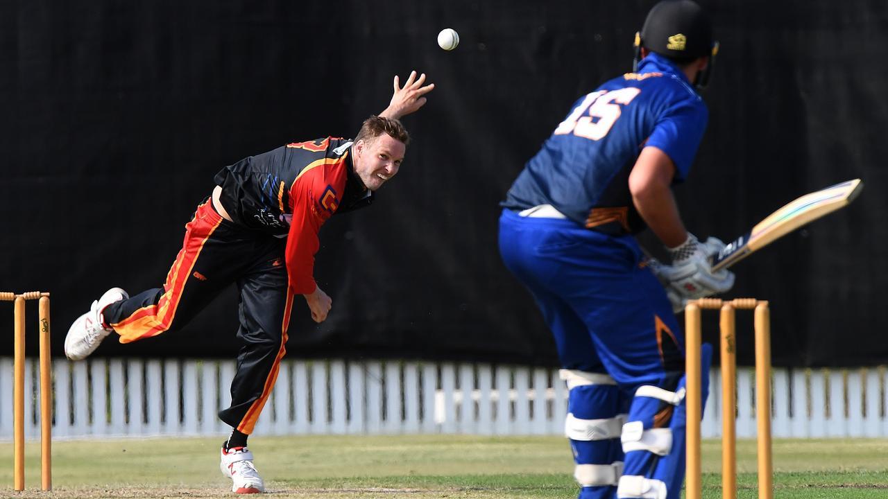 Brisbane Heat star Ben Laughlin bowls for the Scorchers. Photo: Warren Lynam
