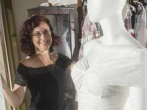 Wedding dress from toilet paper: how precious!