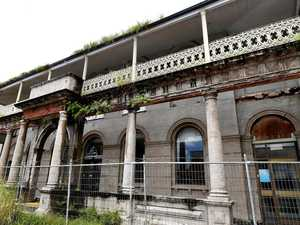 Could council save crumbling bank building?