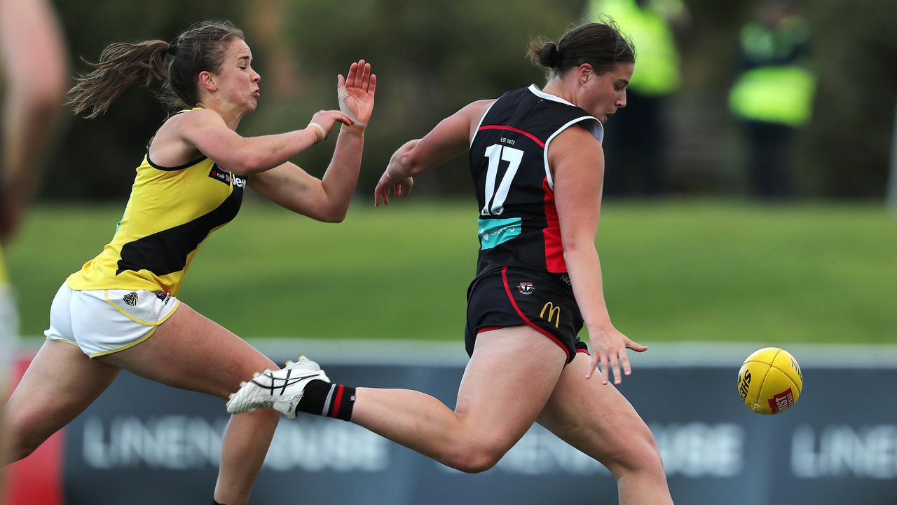 AFLW St Kilda vs Richmond at Moorabbin. 14/03/2020. . Caitlyn Greiser kicks at goal . Pic: Michael Klein