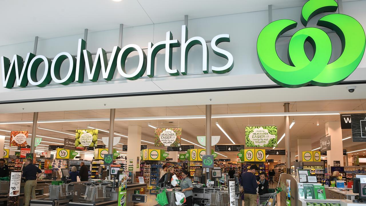 Woolies has insisted online orders are still being taken. Picture: AAP Image/Dan Himbrechts.