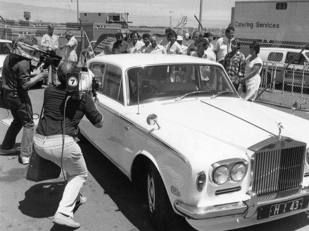 American singer Kenny Rogers arrives in Adelaide. A Channel 7 cameraman alongside the window of Rogers, sitting in the backseat of a white $100,000 Rolls Royce motor car as he leaves the airport.