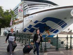 Qantas staff not told 100 cruise passengers were on flight