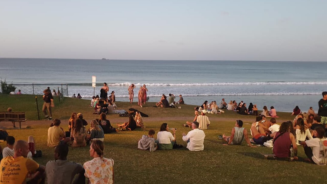 Tourists ignore social distancing advice to catch a sunset in Byron Bay.