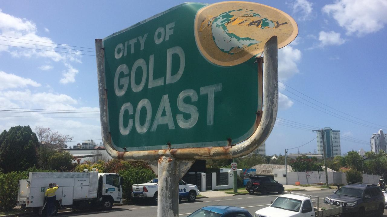 The City of Gold Coast boundary sign on the border at Dixon Street Coolangatta.