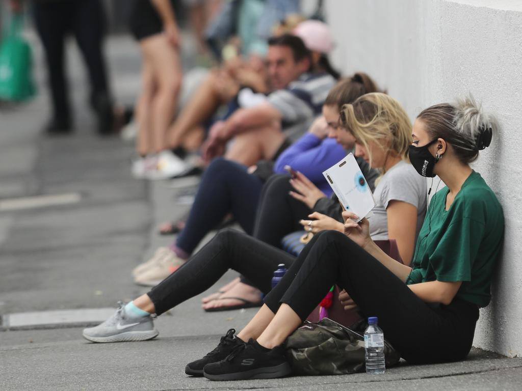 Crowds gather at a Centrelink office in Brisbane. Picture: Peter Wallis