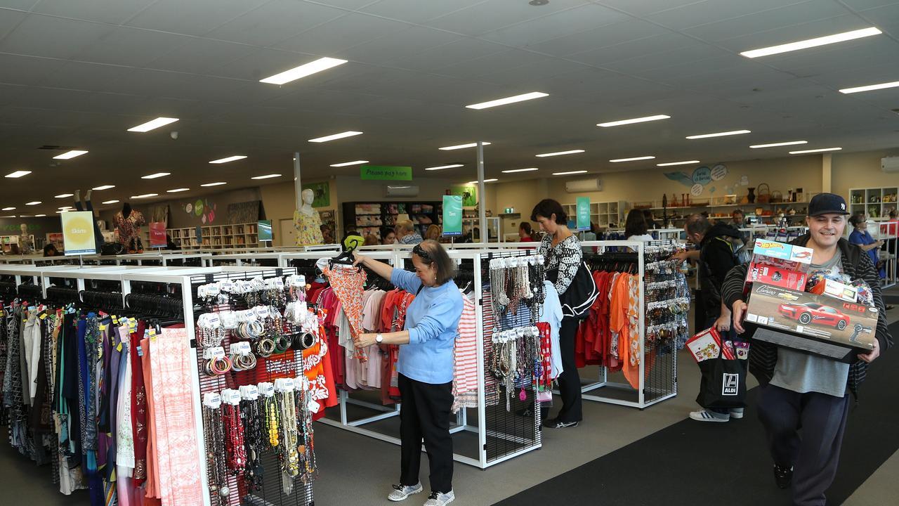 People op shopping (generic).