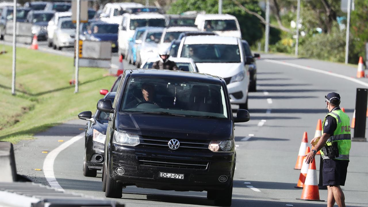 A Police checkpoint is seen on The Gold Coast Highway in New South Wales near the Queensland Border, Thursday, March 26, 2020. The Queensland border closed at midnight on Wednesday as authorities try to stop the spread of COVID-19. (AAP Image/Jason O'Brien) NO ARCHIVING