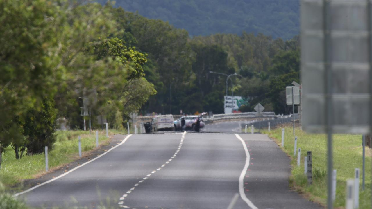 Police are locked in a standoff with an armed man on the Captain Cook Hwy who has refused to surrender himself to officers. PICTURE: STEWART McLEAN
