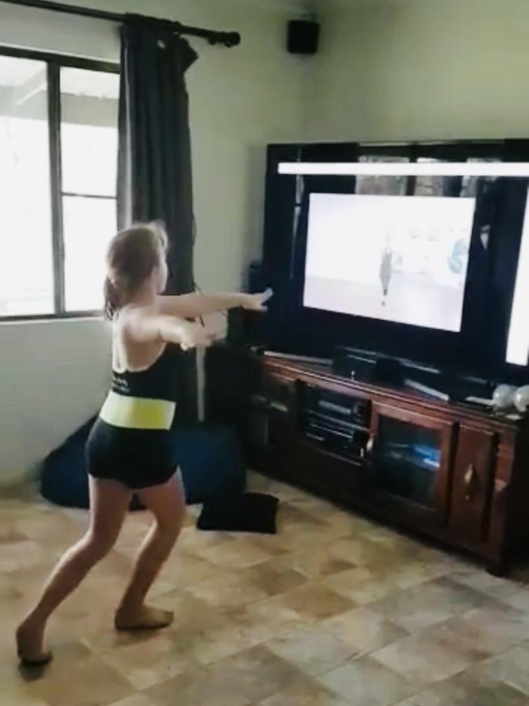Kingaroy Dance Academy student Raquel Henderson learning from home.