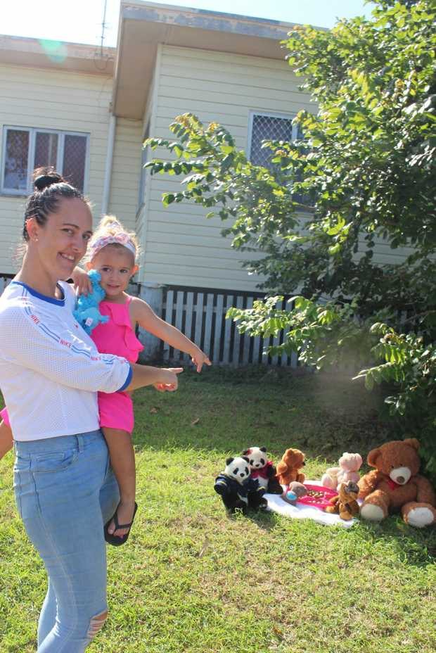Image for sale: Gladstone mum Rebecca Evans with daughter Aria Rozycki, 3, have organised a bear hunt for the Gladstone region.