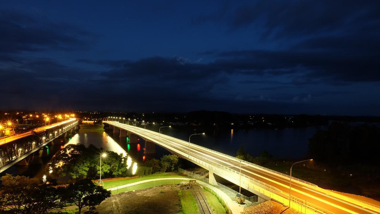 The new Grafton bridge by night.