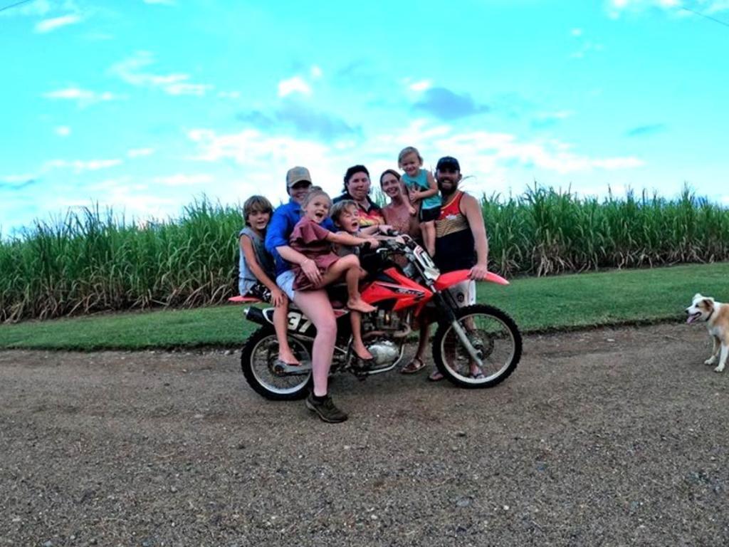 (left to right) Harrison Isles, Savarnah Aderson, Indy Isles Judd Isles Karinda Anderson, Jayde Haberle, Brax Isles, Caleb Isles at Oh Deere Farm Stay in Calen.