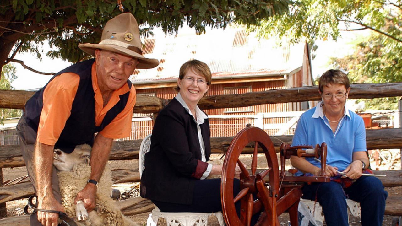 Doyle Porter, Mary (sheep), Pam Goldston, Trish Craig.