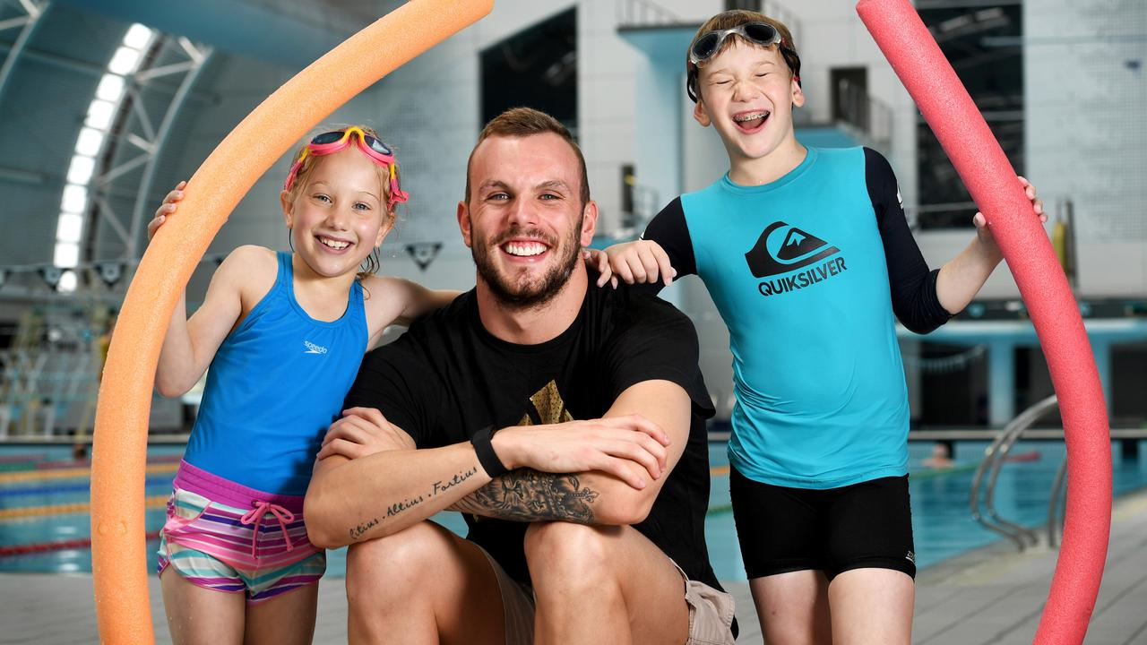 Kyle Chalmers meets Brianna and her brother Lachlan during the Marion Aquatic Centre's Vacswim launch last November. Picture: Tricia Watkinson.