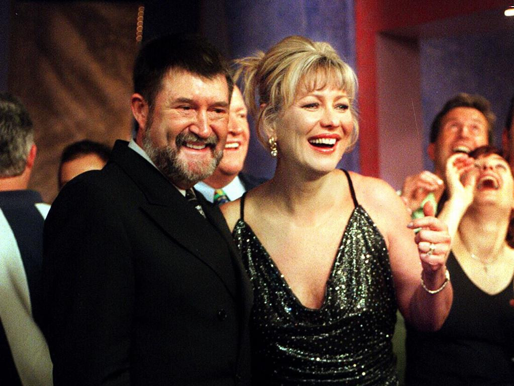 Kerri-Anne Kennerley with Derryn Hinch during the final episode of Midday.