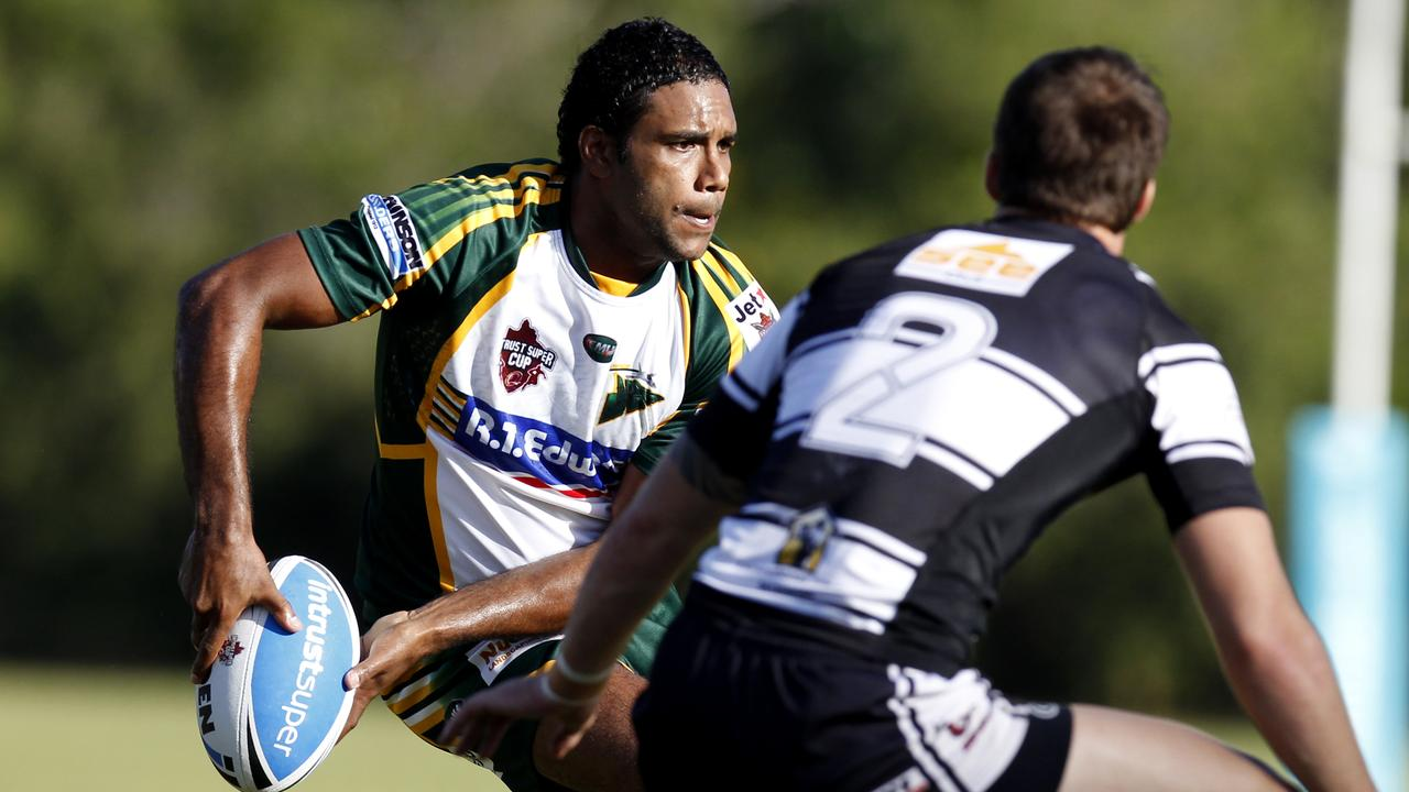 TRY-SCORING THREAT: Former Ipswich Jets player Donald Malone in his trademark position setting up attack. Picture: William Jerads