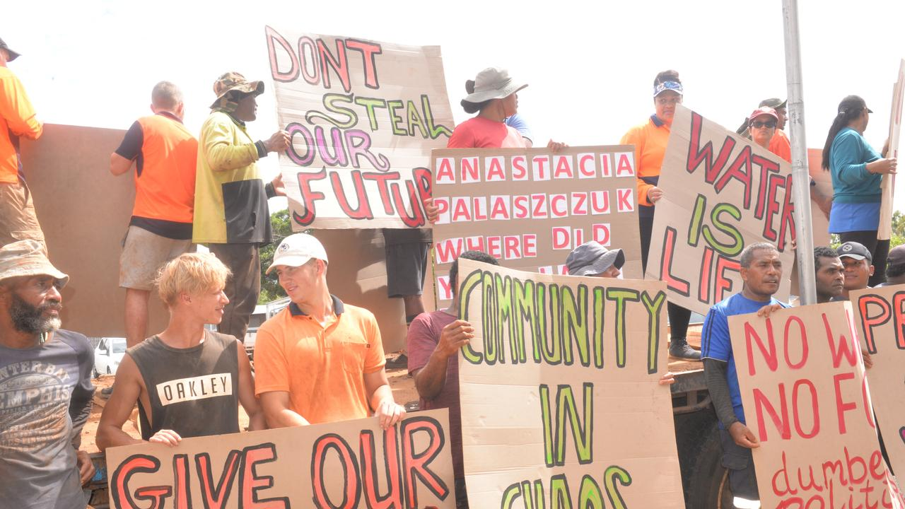 Farmers and workers had rallied for the restoration of Paradise Dam outside the Bundaberg Courthouse, when the Commission of Inquiry held its hearing in Bundaberg.