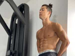 Ronaldo flaunts insanely ripped physique