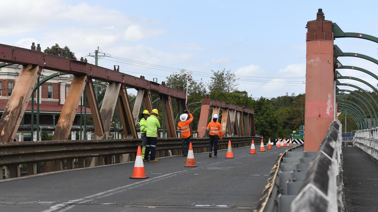 CAUTION: There are changed traffic conditions on Colemans Bridge in Lismore while maintenance work is carried out. Photo: Marc Stapelberg