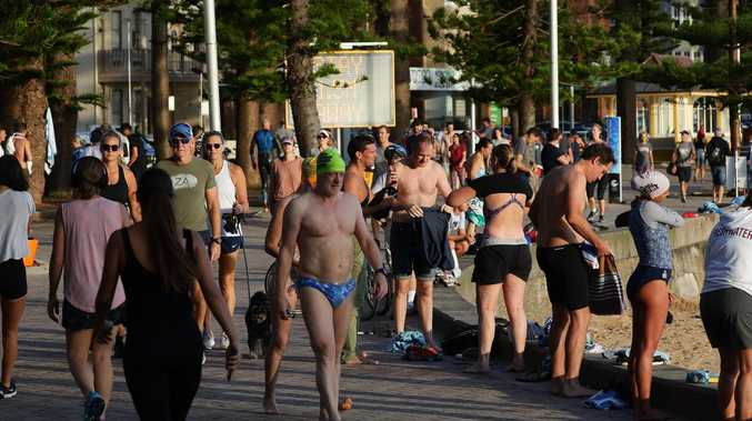 Hundreds ignore rules at Sydney beach