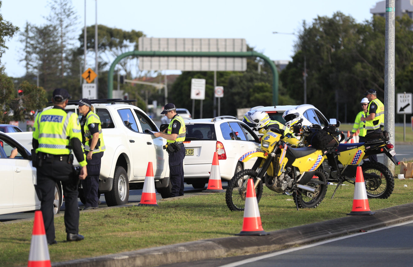 Queensland Police set up a road block due to the coronavirus at the NSW / Queensland border on the old Pacific Highway at Coolangatta. Photo: Scott Powick