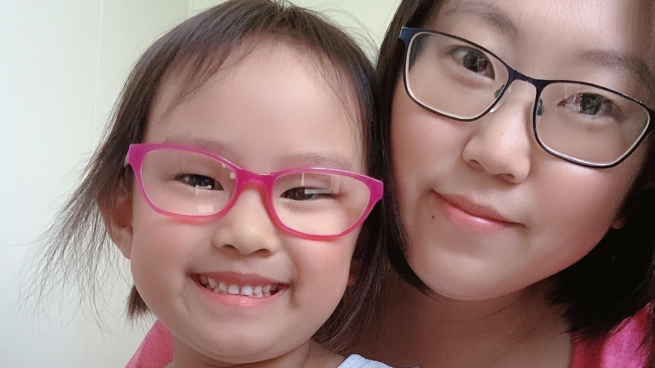 Agnes Han and mum Xuelong Zhang.