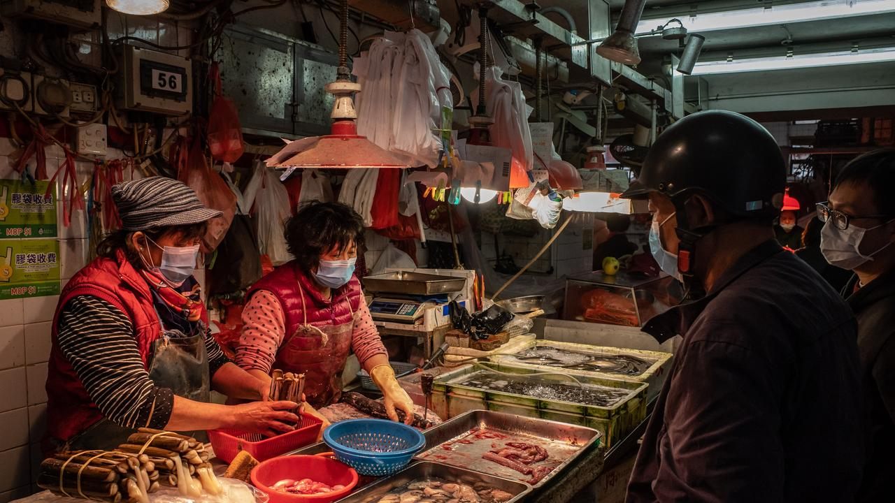 Residents wearing face mask purchase seafood at a wet market on January 28, 2020 in Macau, China. Photo: Anthony Kwan/Getty Images